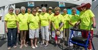 Les résidents des Jardins Intérieurs réunis pour les Fêtes de St-Lambert et la Grande marche vieillir en santé.