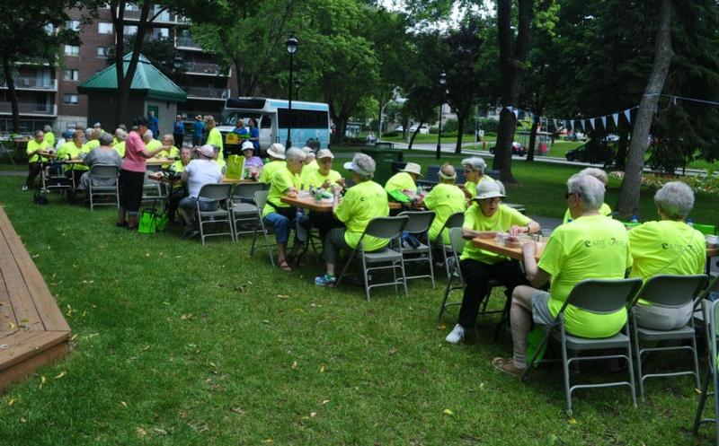 Une heure du repas bien attendue fut bien réussi ! Les repas étaient servis dans un boîte à lunch santé qui fut distribuée aux participants.