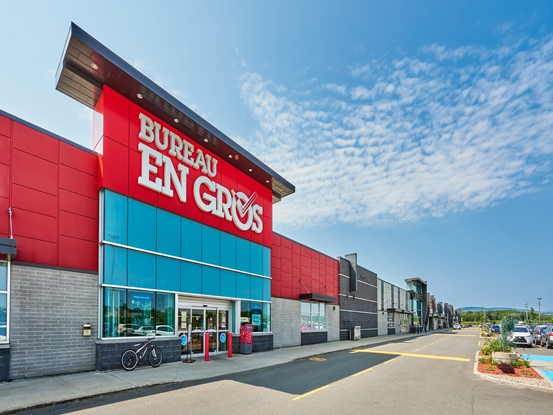 Commercial centers in ontario and in quebec cogir
